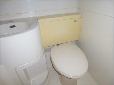 洋式トイレです。高齢の方も楽ちんですね♪