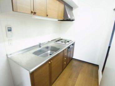 システムキッチンは広くて調理しやすいですね
