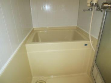 浴室はシンプルに独立式