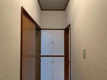 廊下にも収納がございます!!