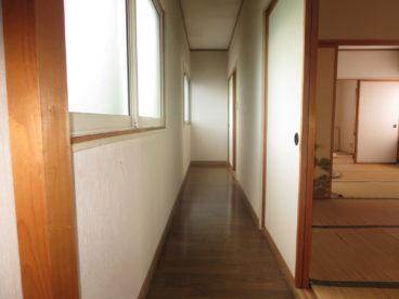 この廊下をどう活かす? 洗濯物? 子供の遊び場?