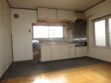 キッチンもカスタマイズ自由自在。このままでもいろいろな家具おけるよね