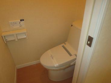 トイレは当然洋式。小さなお子様がいてもフォロー出来ますね