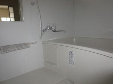 浴室は単独ユニットバスです。ゆったりできますね
